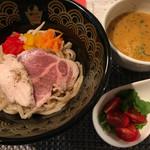 ぜんコク麺コク - 料理写真:海老の鶏白湯つけ麺、トマトとパクチー