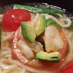 ウドン カフェ ペル - 海老アボカドとトマトのファルシUdon(冷)