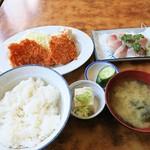 ニコニコドライブイン - 鯵刺身定食+魚フライ