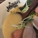 らーめんstyle JUNK STORY - 純白の鶏白湯らーめん(850円)スープ