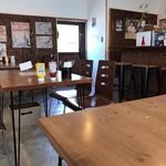 サンボンギ ダイナー - シンプルな店内