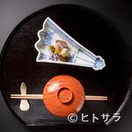 御懐石 志ら玉 - 四季折々の料理の趣向に合う陶磁器や漆器など、器の妙も楽しみ