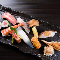 海人 - その日、一番美味しいネタで作るこだわりの一品。素材の味わいと酢飯の旨味を堪能する『本日の一番にぎり』