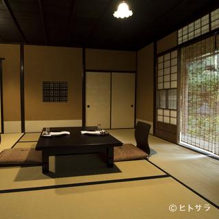 お座敷の完全個室が12部屋。茶室や書院造りなど多彩な趣
