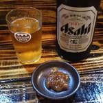 串髭 - 中瓶ビール+油味噌(サービスでもらった)