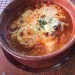 ラ・イルマーレ - 牛すじ煮込みのチーズ&アラビアータトマト 780円