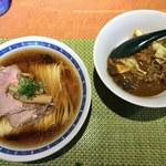 柴崎亭 - 「鴨中華そば」500円「特製カレー丼」200円