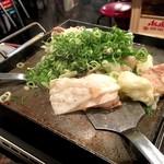 関根精肉店 - ホルモン焼き(塩)