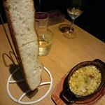 ファクトリーカフェ - コーンとチーズのアヒージョ