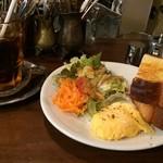 カフェ・ハル - アイスコーヒーと、スクランブルエッグのモーニング(2017.8.22)