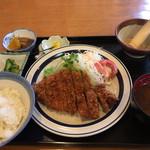 山かつ - 料理写真:ロースカツ定食(980円)