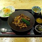 7188534 - 牛すき丼(2000円)