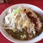 ラーメン二郎 - ラーメン小・麺半分(ニンニク・ラー油)(700円)
