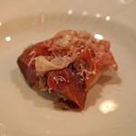 f - シェリービネガー漬けにした桃と蕪 猪の肩ロースの茹でハムをのせて