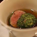 f - 春菊を纏った比内地鶏のサルシッチャ トンビマイタケのスープで