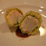 f - 牡丹海老を詰めた花ズッキーニ 縞海老の出汁のチョコレート ソースで