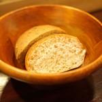 f - 2種の自家製パン