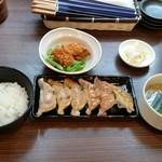 71883753 - たくちゃん餃子定食750円。