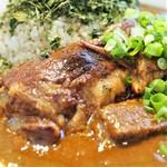 吉田カレー  - 豚は予想以上に大きくてビックリ!