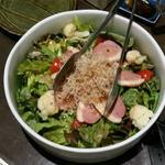 71890175 - カリフラワーと鴨ロースの炙りサラダ