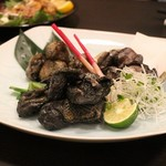 九州薩摩地鶏 薩摩次郎 - 地鶏の炭火炙り焼き三種