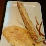 丸亀製麺 - 左:れんこん天 110円 右:ちくわ天110円