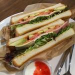 ひばり珈琲 - アボカドとトマトの夏ベジタブルサンド