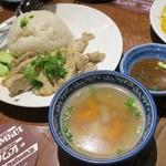 ソムオー - カオマンガイ(店の表記はカーウマンガイ)1,036円