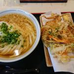71897476 - かけうどん(冷)野菜のかき揚げ