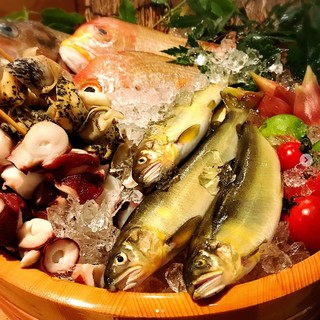 【旬をお届け】魚、野菜、干物の炉端焼き