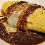 デサフィナード - 料理写真:大人気の特製オムライス  卵は中がとろとろのオムレツをライスの上にのせています!