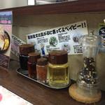 なんつッ亭 - 卓上の調味料