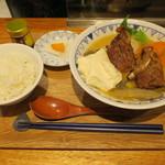 ごちそうとん汁 - 西京味噌のごちそう豚汁(BBQスペアリブ 大根 人参 牛蒡 玉ねぎ じゃがいも さつまいも 茄子 豆腐 コンニャク 三つ葉)&定食セット:ごはん 香の物