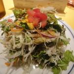 関谷スパゲティ - 10品目のサラダ