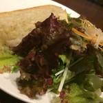 ピエトラ オルト - サラダとパン