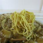 かたの - カリッと焼かれた中細の玉子麺