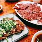 桐林もつ焼 - 料理写真:『牛生肉』様&『牛レバー炙り』様