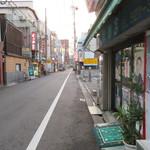 平尾酒店 - 店前の通り