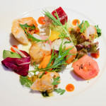 71914008 - マルシェコースの前菜に選んだのが、「天然海老のソテーとラタトゥイユ(+300円)」