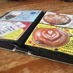 クロッチョカフェ - 写真つき分厚いメニュー