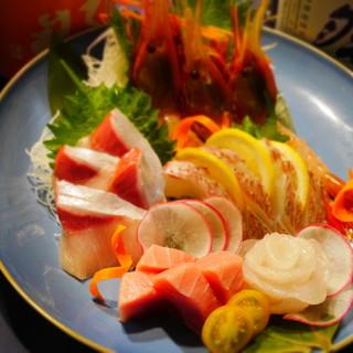 新鮮なお刺身五種盛りを味わえる飲み放題付コースが4500円~