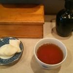 伊々 - 絶妙な漬物に ほうじ茶