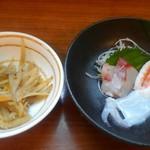 美吉野 - セットの金平と刺身