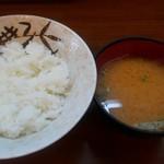 美吉野 - セットのご飯とみそ汁