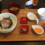 彩食堂 - 本日の刺身丼定食1,180円。こだわりの定食で、他の定食よりお値段はお高めです。