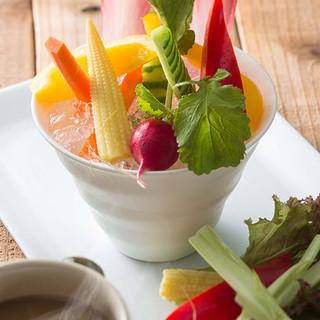 野菜や卵をはじめ、徹底的にこだわる厳選素材