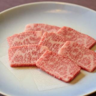 種類豊富な肉!うまい【生タン】!ぶーちゃんが選ばれるワケ…