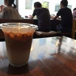 ペーパーバックカフェ - アイスカフェラテ