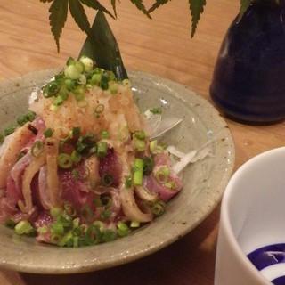 鳥料理を中心に日本酒に合うお料理をお楽しみいただけます。