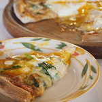 Makaronishokudou - はほうれん草と半熟卵のラザニア風ミートソースピッツァ